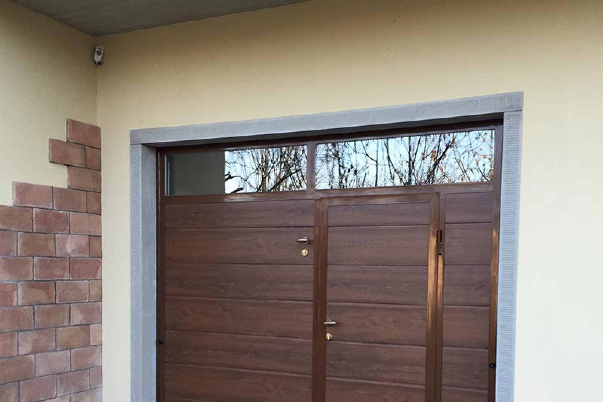 Portoni e porte basculanti per garage richiedi prezzo o preventivo serramenti per garage - Porta garage sezionale prezzi ...