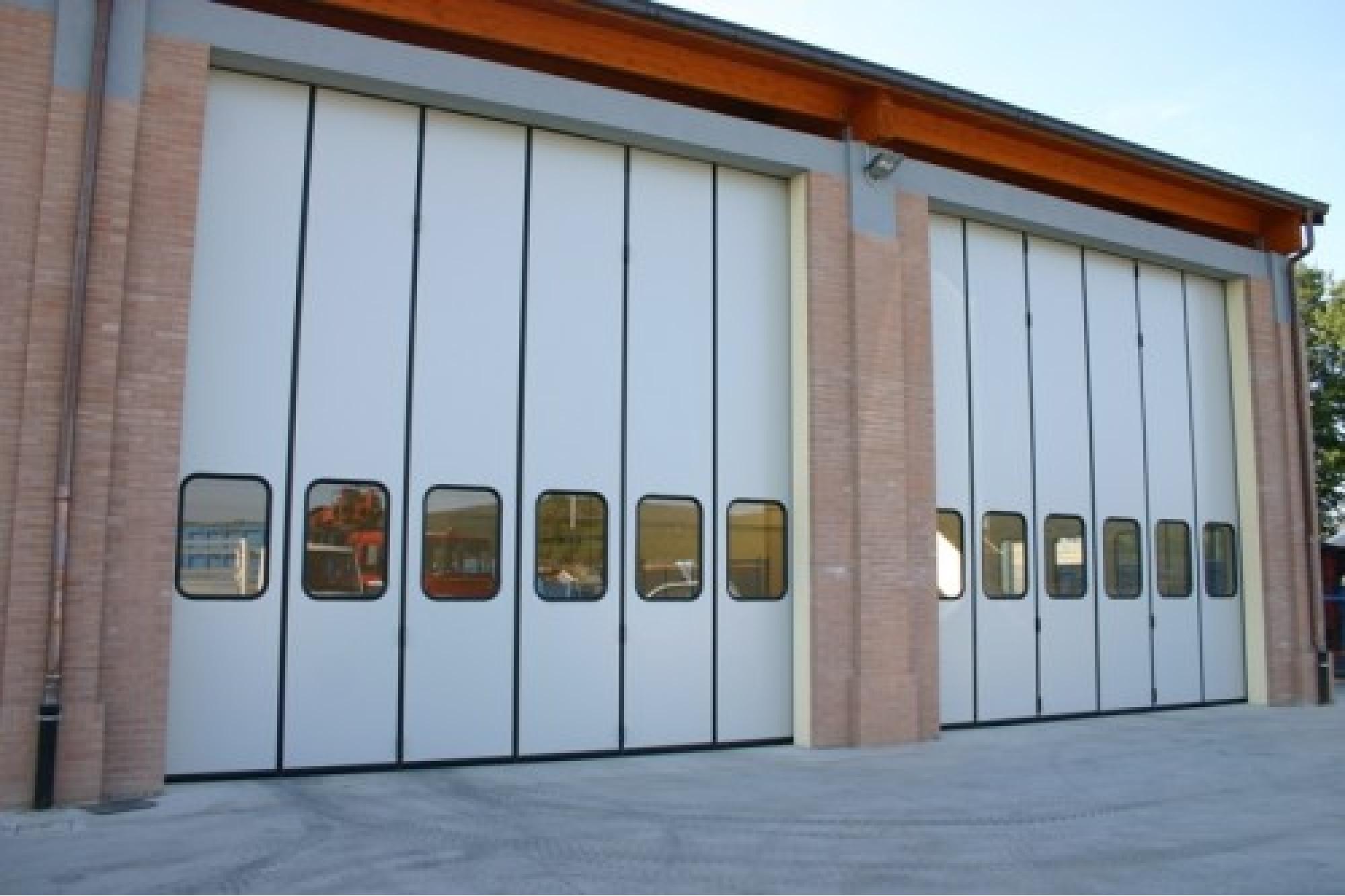 Portoni a libro industriali richiedi prezzo o preventivo - Portoni garage con finestre ...