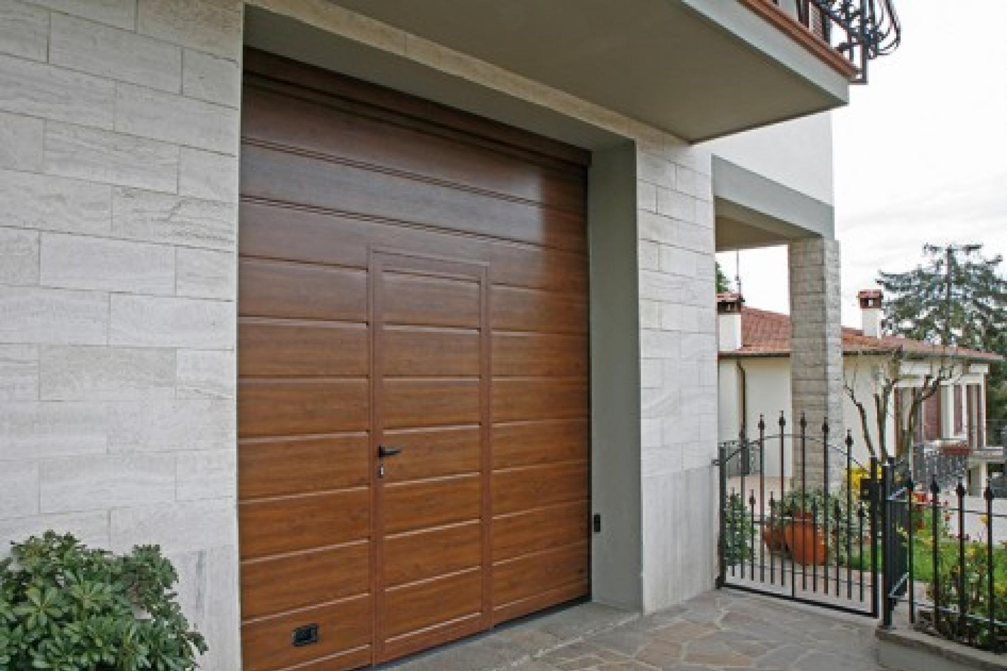 Porte e portoni sezionali per garage richiedi prezzo o - Portoni garage con finestre ...