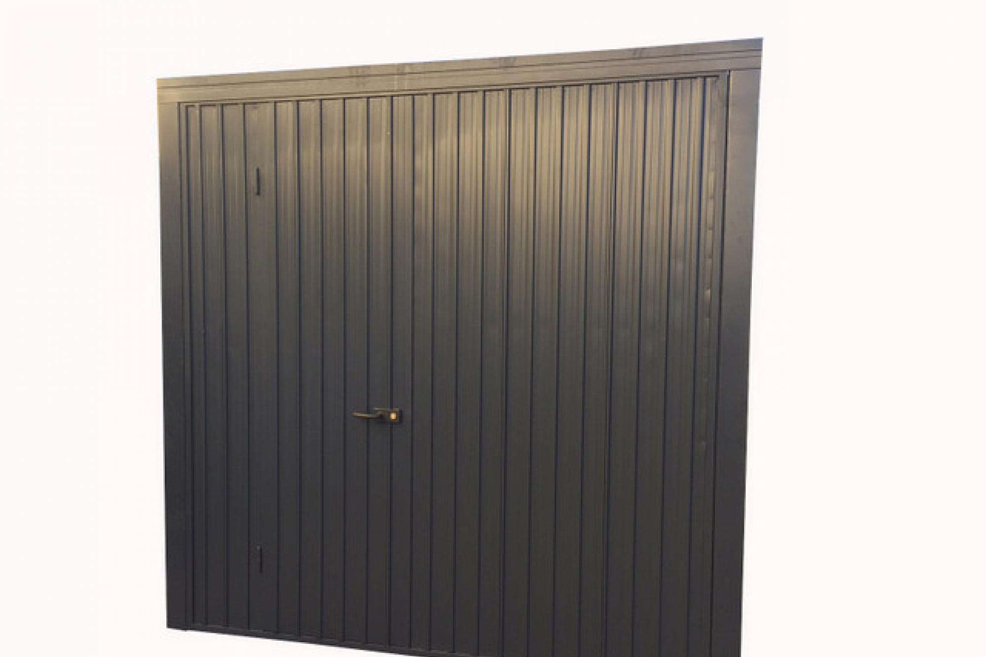 Offerta porta basculante doppia lamiera con interposto - Basculante con porta pedonale prezzo ...
