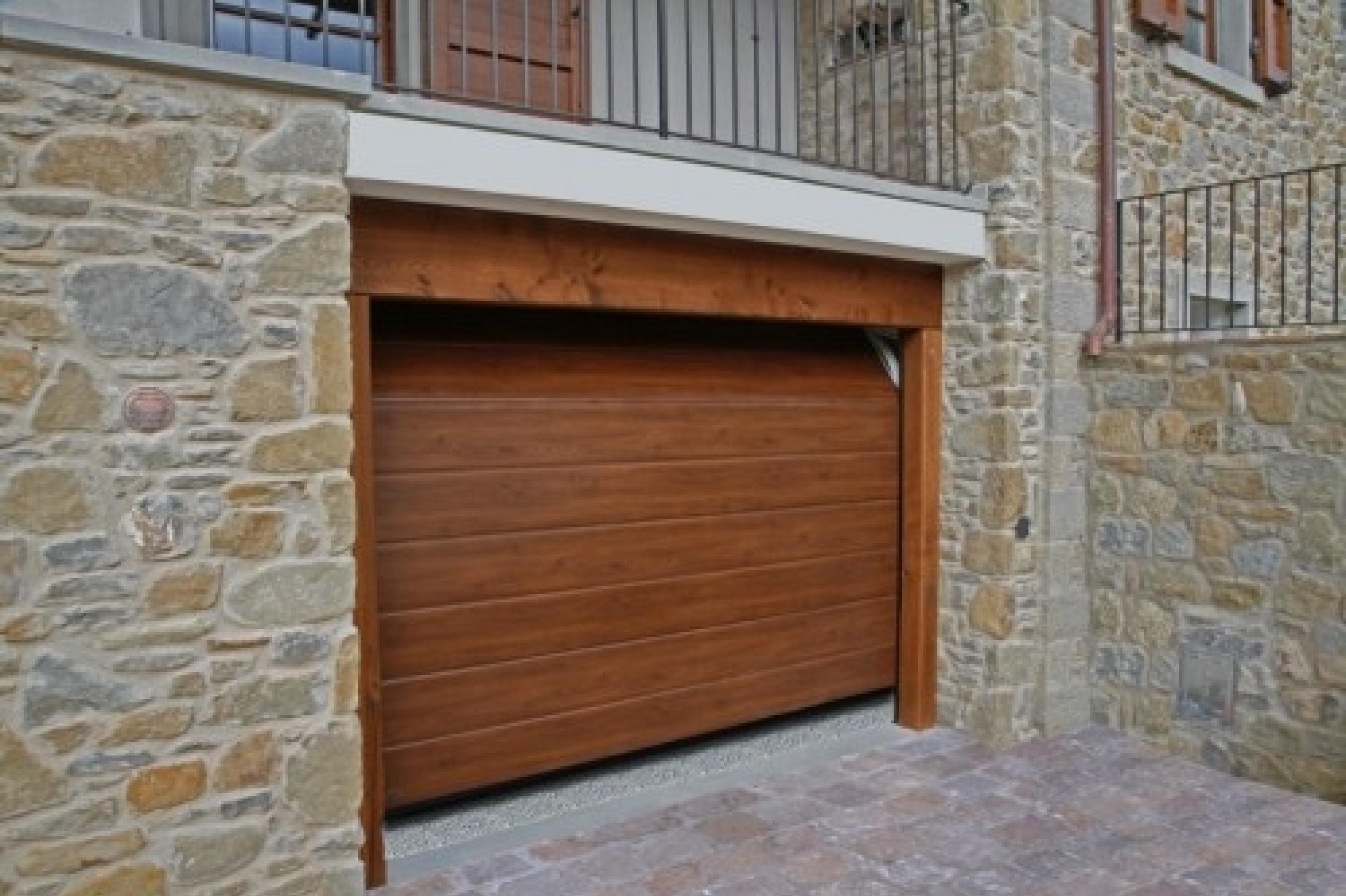 Offerta portone sezionale simil legno mod medici - Serrande per finestre prezzi ...