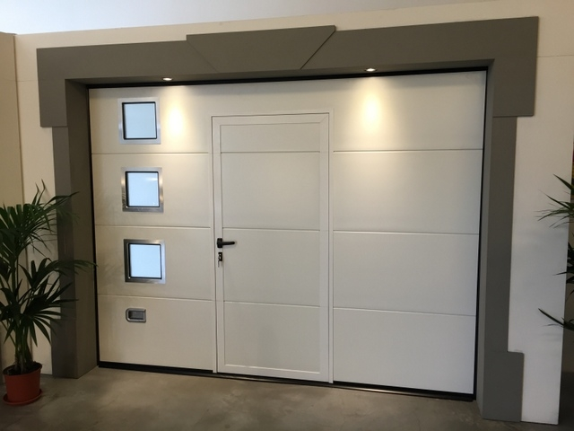 Porte e portoni per garage ad uso civile serramenti for Finestra basculante