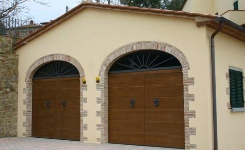 Porte basculanti modello lines montate su aperture ad arco for Disegni di addizione garage