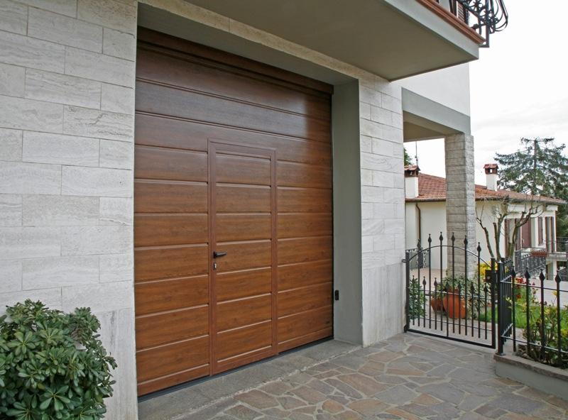 Modello medici portone sezionale con pannello simil legno portoni sezionali serramenti garage - Serrande per finestre prezzi ...