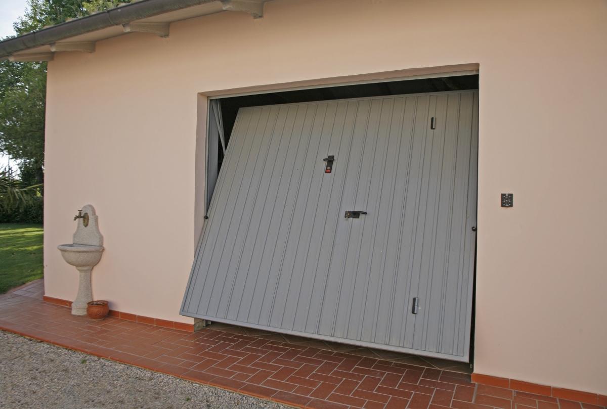 Iron porta basculante linea acciaio porte basculanti - Prezzo porta basculante garage ...