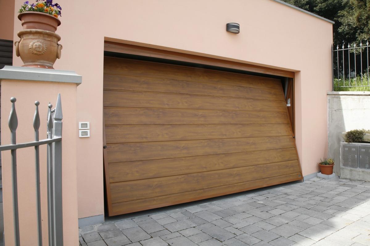 Sunset porta basculante linea acciaio simil legno porte - Porta garage basculante ...