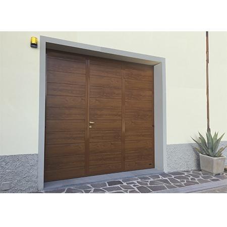 Sunset porta basculante linea acciaio simil legno porte - Basculante con porta pedonale prezzo ...