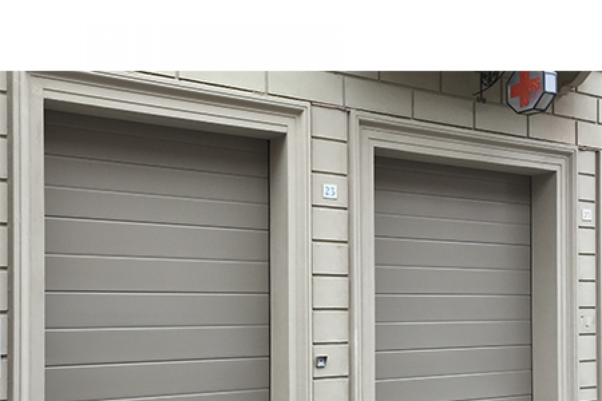 Modello lorena portone sezionale con pannello verniciato - Pannello decorativo per porte ...