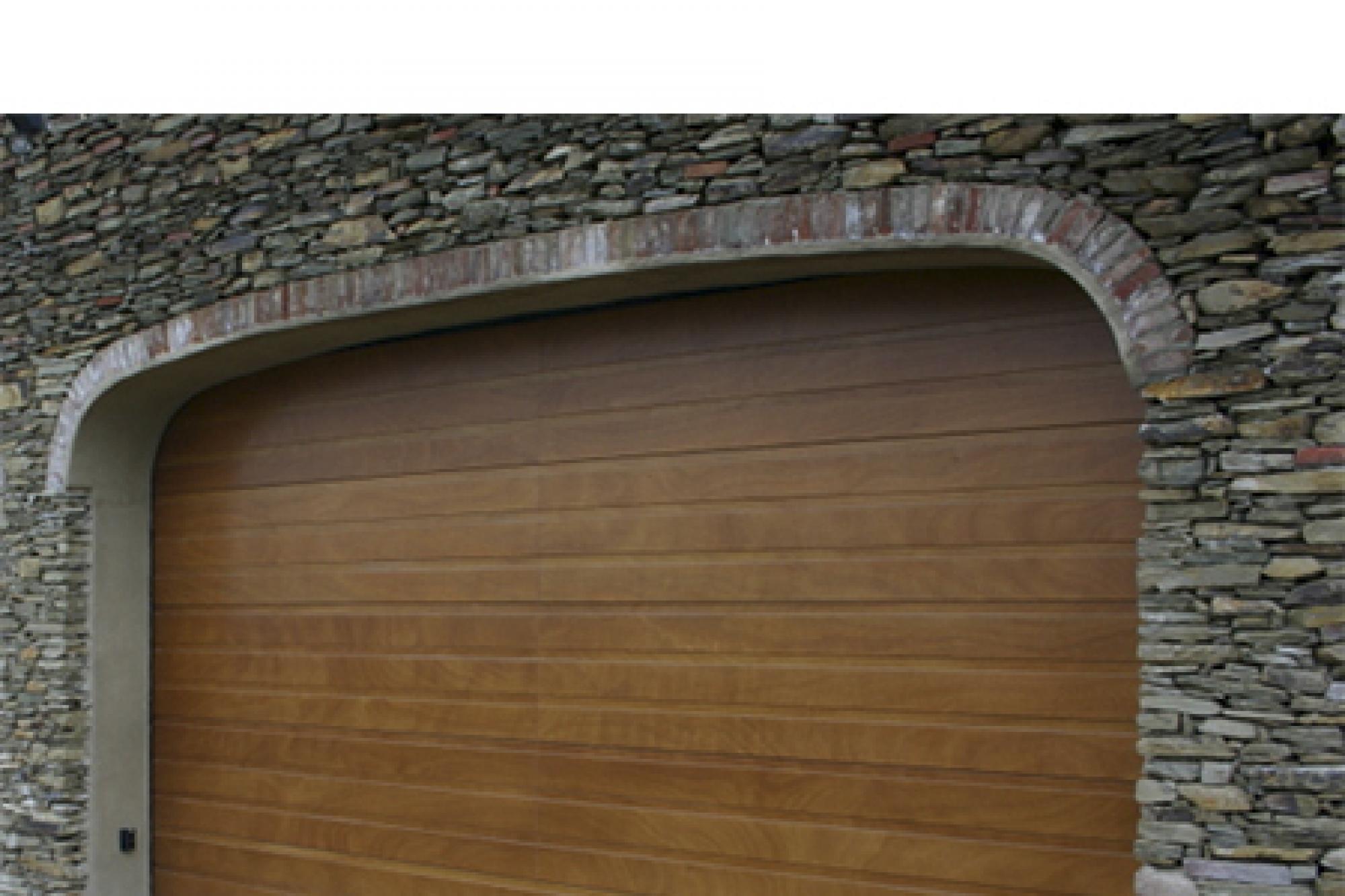 Modello galileo portone sezionale con pannelli in legno massello portoni sezionali serramenti - Porte in legno usate ...